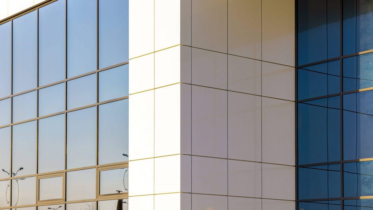 Alucobond (fasadai)  Fasadų apdaila  Aliuminio kompozitas  Aliuminio kompozito plokštės  Aliuminio kompozito apdirbimas  Kompozito fasadai  Fasadų gamyba  Ventiliuojami fasadai  CNC frezavimas